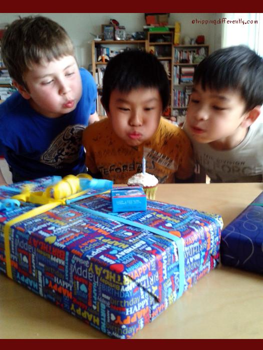 They sang Happy Birthday in both Chinese (Lars goes to Chinese class with T) & German ;)