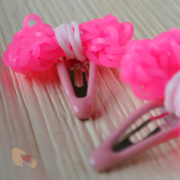 Aren't these pink loom bows just the cutest?