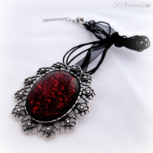 Black_blood_pendant_brooch